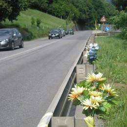 Casnigo, giovane cade dalla moto  Ennesimo incidente sulla «42»