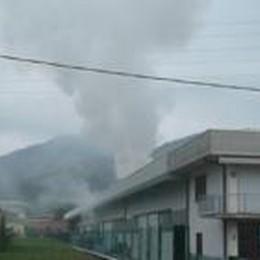 Incendio senza danni a Villongo  Ma altissima colonna di fumo