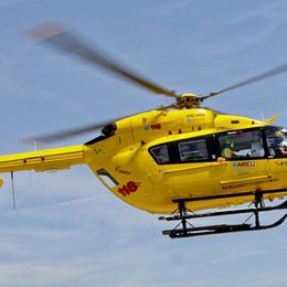 Cade in moto a Tavernola  Centauro soccorso in elicottero