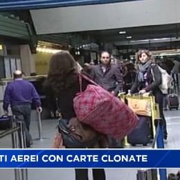 Biglietti aerei con carte clonate, 137 denunciati