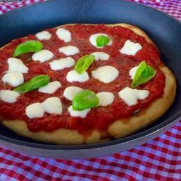 Una pizza veloce e «furba» In forno? No, in padella