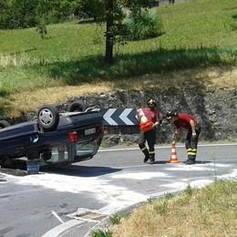 L'auto si ribalta ed esce benzina Paura per una 80enne a Gaverina