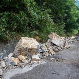 Val Brembilla, si bonifica la frana  Strada chiusa per sette giorni