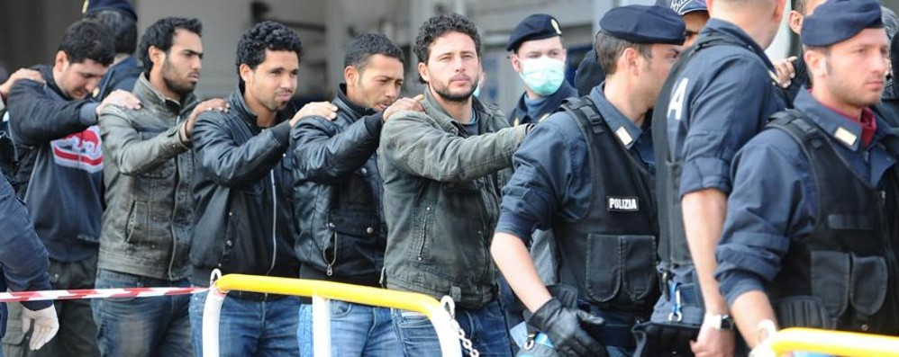 Reato di immigrazione clandestina Renzi frena: «Per ora non si cambia»