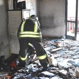 Casa in fiamme a Costa Serina Danni ingenti e un'intossicata