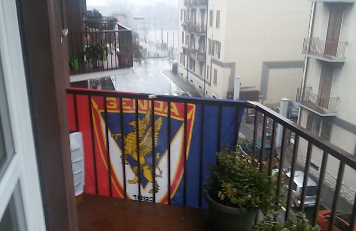 La stupidit degli pseudo tifosi di calcio bandiera del - B b le finestre sul centro jesi an ...