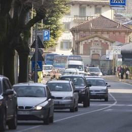 Finisce il «ponte», rientro in coda Traffico lento sulle strade delle valli
