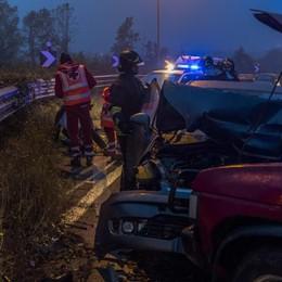 Schianto tra due auto a Brusaporto Strada chiusa fino le 19, 4 feriti - le foto