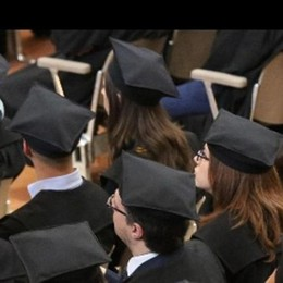 Università, l'Italia fa come i gamberi