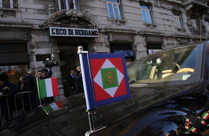 L'auto presidenziale davanti all'ingresso de L'Eco