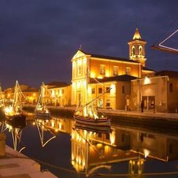 Da Comacchio a Cattolica Una Riviera di luminarie