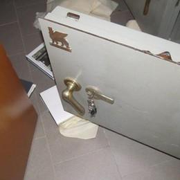 Anziana picchiata da finto tecnico  «Costretta ad aprire la cassaforte»