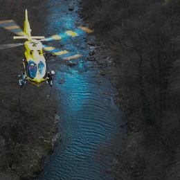 Colpito da un infarto mentre pesca  L'amico chiama il 112, salvato in elicottero