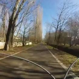 Con noi in bici: dall'ospedale al centro Cinque km in 6 minuti - Guarda il video