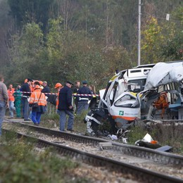 Ambulanza travolta dal treno nel 2013 Il pm: 5 anni e 4 mesi al capostazione