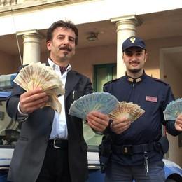 Banconote lasciate a lato della strada La Polizia recupera cinquemila euro