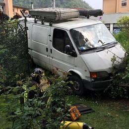 Fiorano, furgone finisce fuori strada Ferito un ragazzo di 18 anni