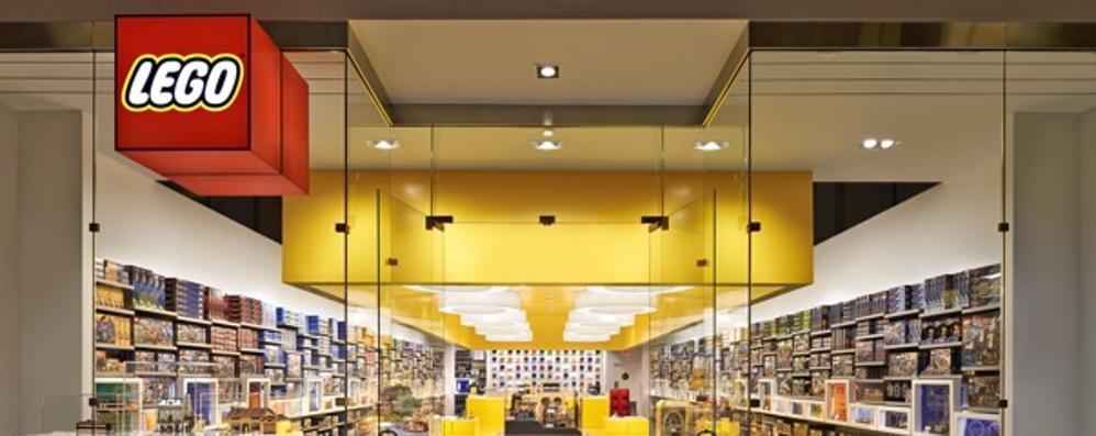 Mattoncini lego cresce l attesa il 14 l apertura del for Lago store bergamo