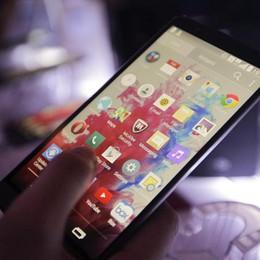 Dalla religione alla salute gli smartphone ci schedano