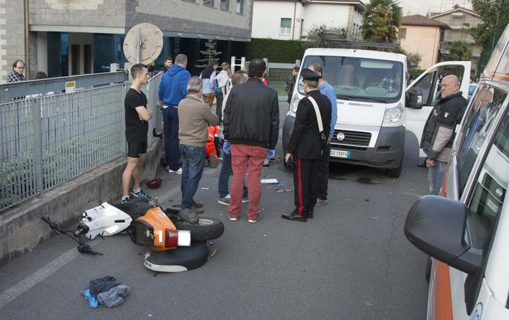 Pianico: scontro scooter-furgone Due giovani feriti,  grave un 25enne