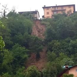 Frana sfiora le case a Fiorano al Serio I vigili del fuoco  evacuano alcune famiglie