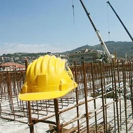 I sindacati: basta morti per cadute dall'alto La sicurezza deve essere prioritaria