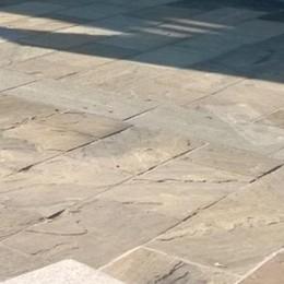 Piazza «pulita» a Cividate  Cancellato il simbolo del Sole delle Alpi