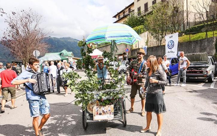 Sagra del Cinghiale a Peia - foto Artisti di strada e festa con  L'Ecocafè