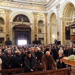 «Correremo con il tuo sorriso» Folla ai funerali di Franco Togni
