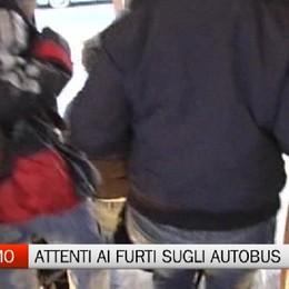 Studenti in autobus: attenti al cellulare