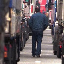 La Cgil: camionisti pigri?  «Il lavoro ormai è insostenibile»