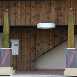 Opera coi nomi dei terroristi di Barcellona L'obelisco della discordia a Pagazzano