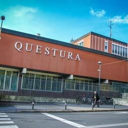 Bergamo, il blitz in via Bonomelli Il negozio chiuso è un centro scommesse