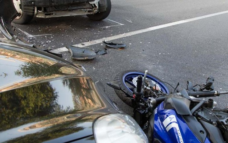 Scontro in moto a Treviglio  Grave 45enne sbalzato a terra