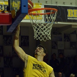 Basket, Bergamo non fa il colpaccio Sconfitta con la prima della classe