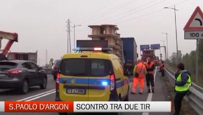 S.Paolo d'Argon - Scontro tra due tir, un ferito grave