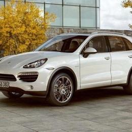 Porsche Cayenne a 27 mila euro Truffata giovane coppia a Stezzano