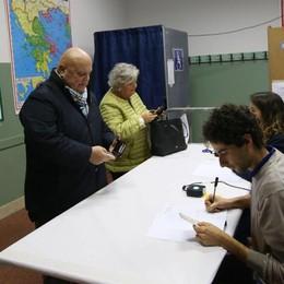 Ore 12, in Veneto affluenza del 21% Lombardia ferma al 10, Bergamo è prima