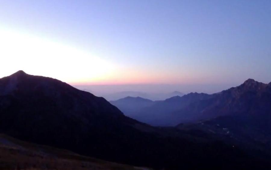 Che meraviglia l'alba a Oltre il Colle Un video al rifugio Capanna 2000
