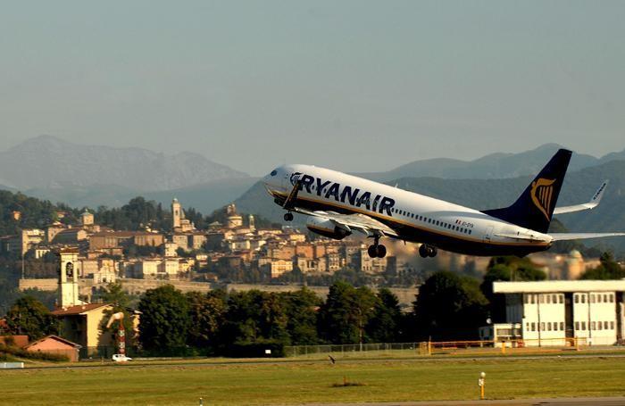 Ryanair, stretta sul bagaglio a mano