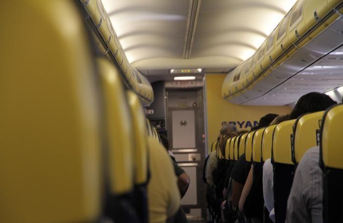 Ryanair, cambiano le regole per i bagagli a mano