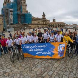 A Santiago in bici «vestiti di rosa» per combattere i tumori