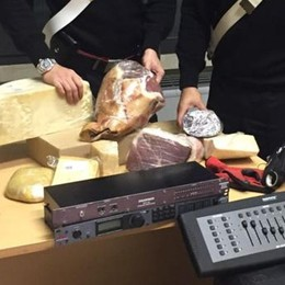 Formaggi, prosciutti e pasta fresca Carabinieri bloccano malvivente gourmet