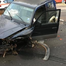 Clusone, scontro tra due auto Fuoristrada perde una ruota