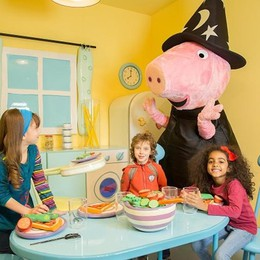 Peppa Pig travestita da streghetta? A Leolandia al via la nuova stagione