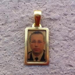 Medaglietta persa in via Broseta Qualcuno riconosce l'uomo nella foto?