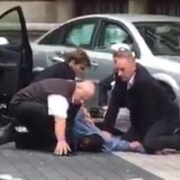 Londra, auto sulla folla davanti al museo Diversi feriti, arrestato un uomo