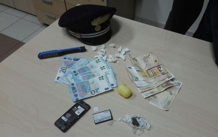 Spaccia droga a Canonica In manette 19enne clandestino