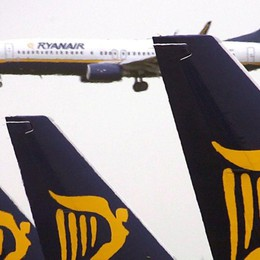 Ryanair cerca 200 ingegneri E offre 100.000 posti sui voli a 4,99 euro
