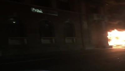 L'incendio della giostra in centro a Bergamo